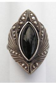 Gotycki pierścień ze szklanym kamieniem
