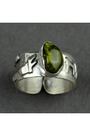 Pierścień obfitości Fehu z oliwinem nr. 12-13