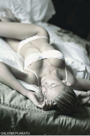 Śpiąca Kobieta - plakat